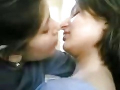 girls kissing : new indian sex videos