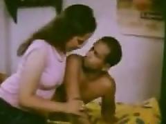 girls kissing : new indian sex videos